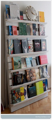 book shelf made out ouf pallets