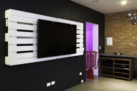 frame for a tv from wooden pallets