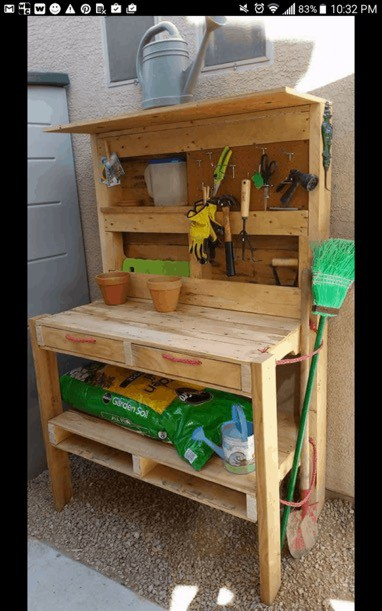 garden accessories made from pallets
